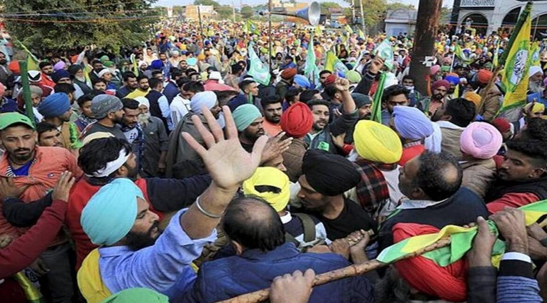 Photo of किसान आंदोलन पर केंद्र के रवैये से सुप्रीम कोर्ट 'निराश', कहा- आप कानून होल्ड करेंगे या हम करें?