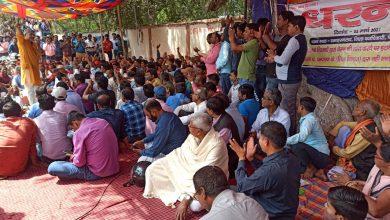 Photo of बेतिया में कार्यपालक सहायकों ने मुख्यमंत्री नीतीश कुमार का पुतला फूंका
