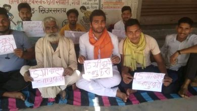 """Photo of """"बिहार मांगे रोजगार"""" संगठन के बैनर तले प्रस्तावित डिग्री कॉलेज को चालू कराने के लिए अनिश्चितकालीन धरना तीसरा दिन भी जारी"""