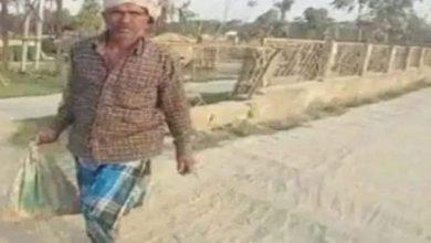Photo of बोरे में बेटे की लाश लेकर 3किमी पैदल चला पिता, नहीं मिली एम्बुलेंस की सुविधा